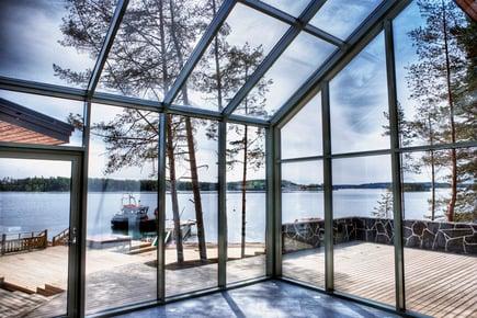 Hus eller hytte nær havet? Disse glassløsningene bør du velge