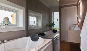 Skyvedør i speil på badet