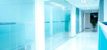 Glassløsninger ivaretar smittevern på kontoret