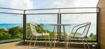 Dette bør du se etter når du skal kjøpe glassrekkverk til terrassen