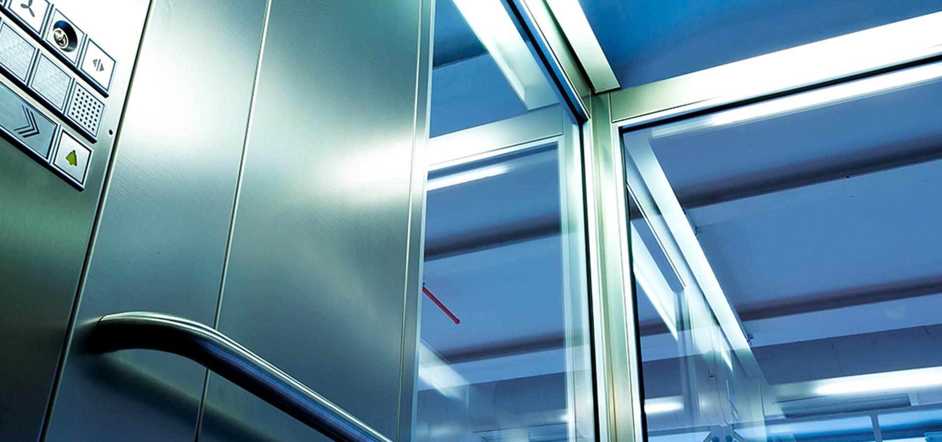 Glassløsninger for heis i det moderne bygget